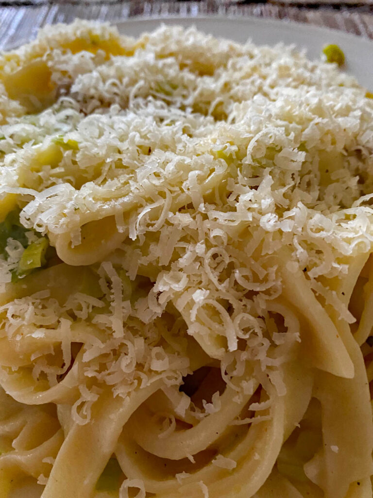 Bandnudeln mit Parmesan