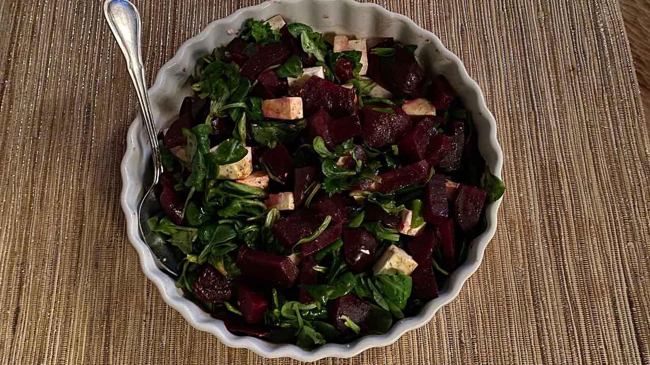 Rote Beete Salat mit Feldsalat und Feta