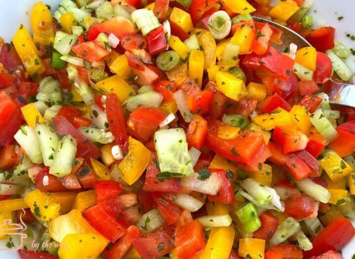 Sommerlicher Salat bunt und erfrischend