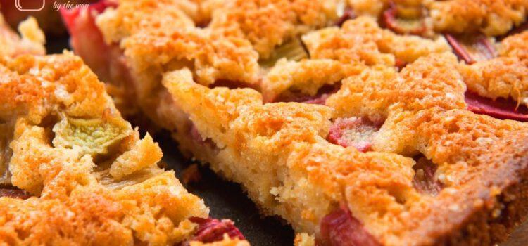 Fruchtiger Rhabarberkuchen mit und ohne Mandeln