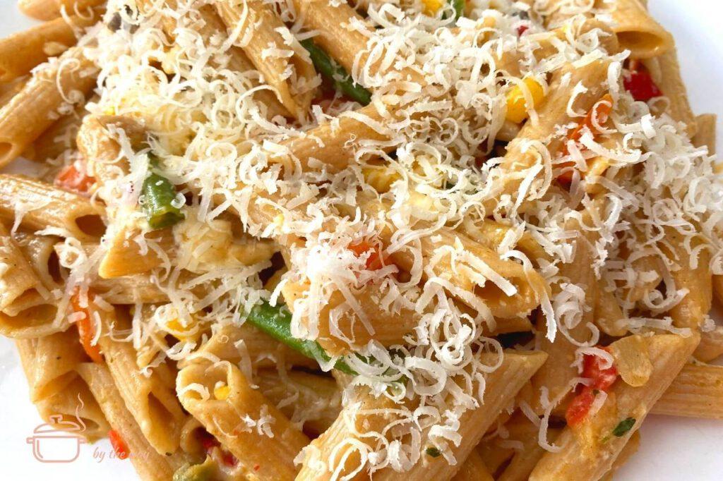 Nudelgemüsepfanne mit Parmesan